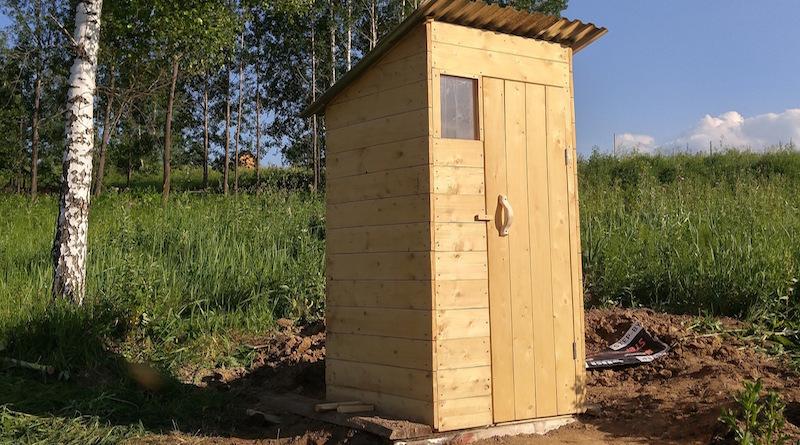Избавляемся от запаха в дачном туалете народными методами