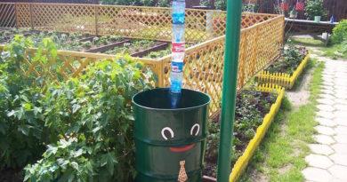 Водоотвод из пластиковых бутылок для дачи