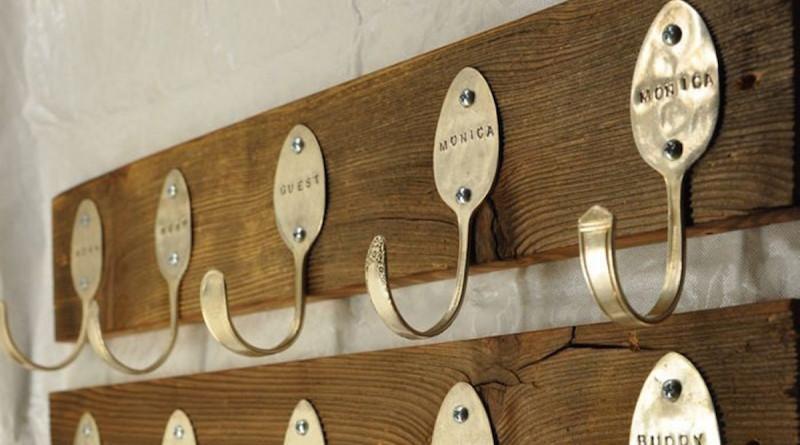 Крючки из старых вилок и ложек
