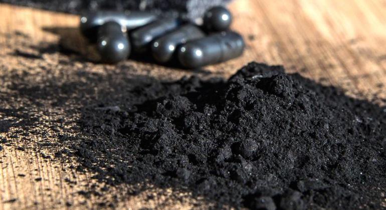 Активированный уголь для борьбы с плесенью в цветочных горшках