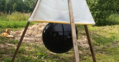 Готовая ловушка для слепней из черного мяча