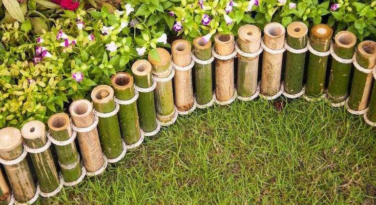 Заборчик для клумбы из бамбуковых палочек